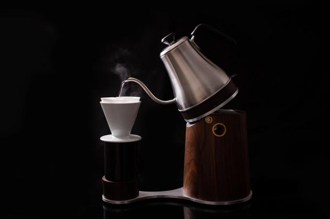 これ、ハンドドリップを再現できるコーヒーメーカーなんです