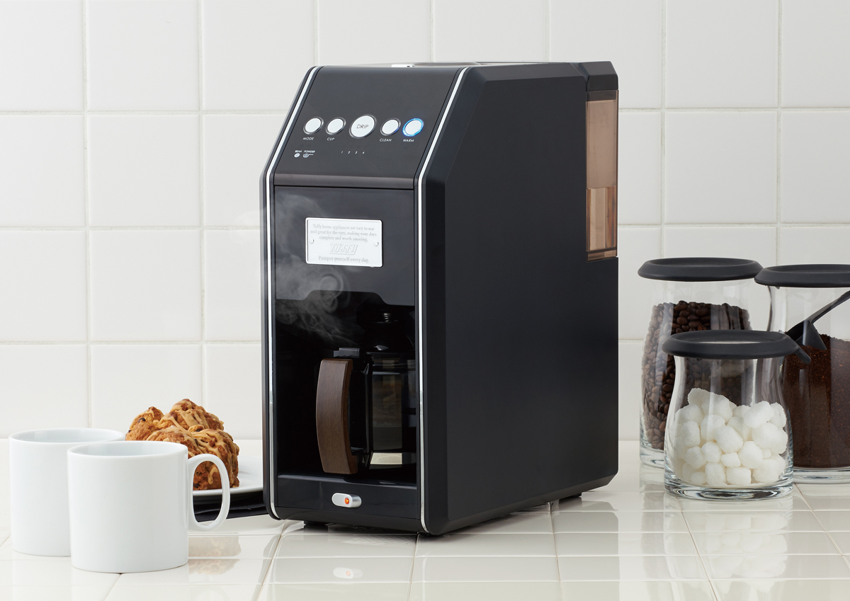 魅力はデザインだけじゃない!挽きたてコーヒーをあっという間に淹れられるコーヒーメーカーが登場します