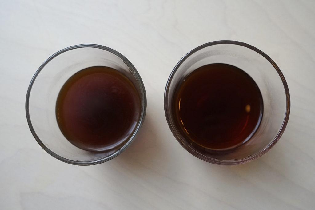 左:茶こしで淹れたコーヒー 右:ペーパーフィルターで淹れたコーヒー
