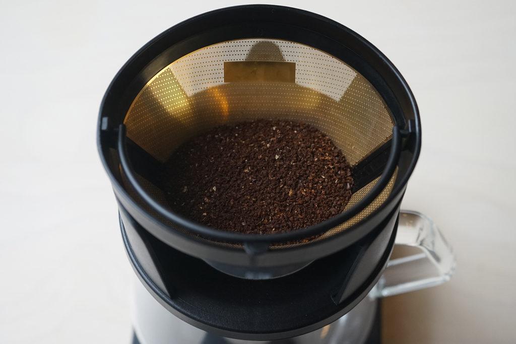 cores(コレス)ゴールドフィルター C245にコーヒーの粉をセット