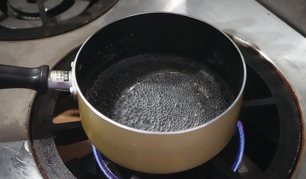 コーヒー豆を茹でる下準備