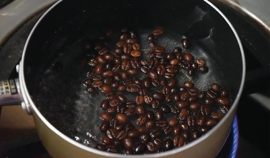コーヒー豆を茹でる