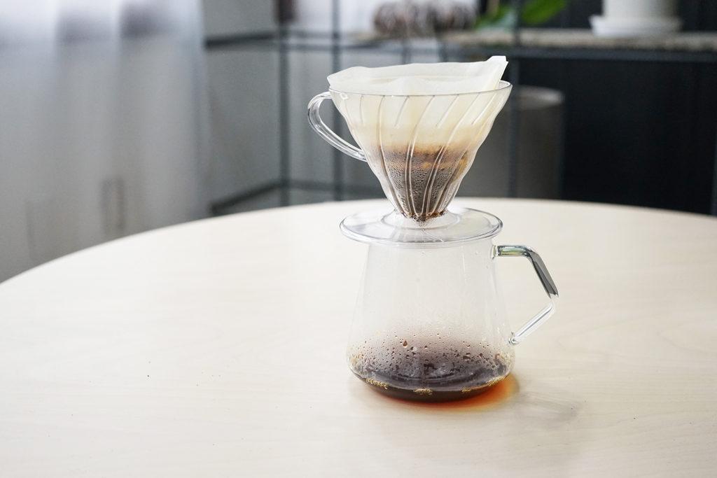 ペーパードリッパーとコーヒーサーバー