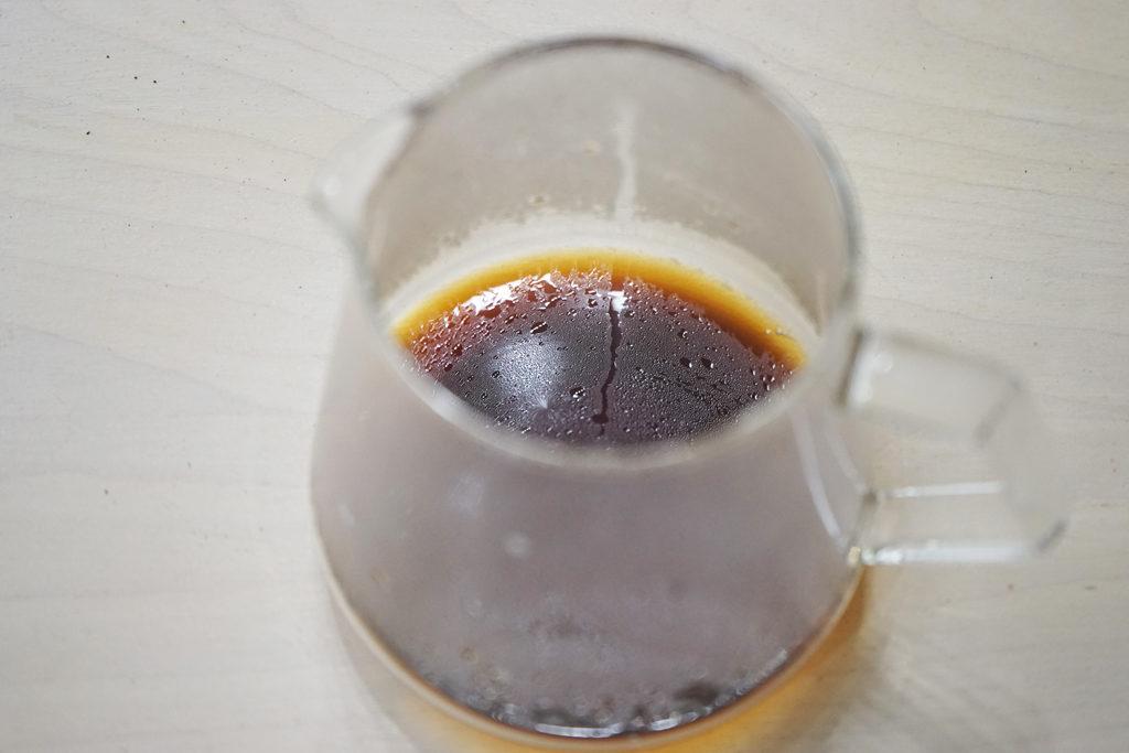 コーヒーサーバーに入ったコーヒー