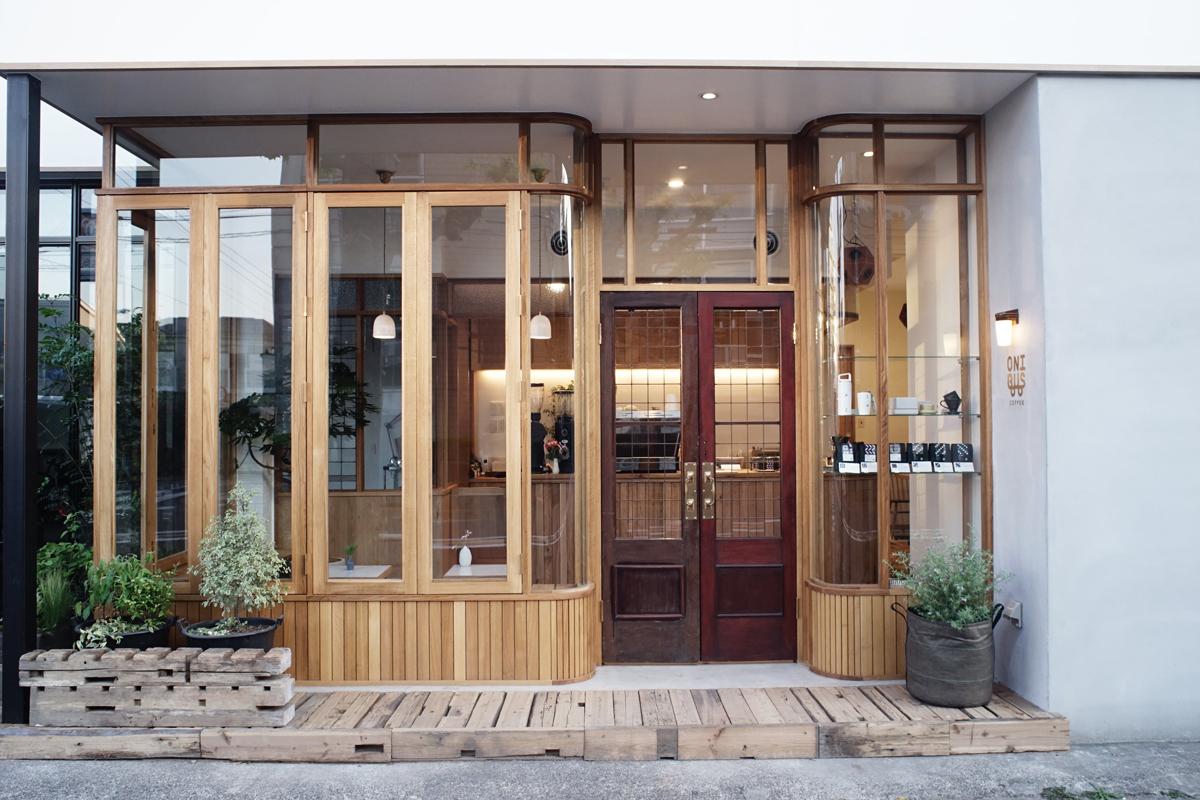 ビンテージ焙煎機とサステイナブルのコンセプトがかっこいい!『ONIBUS COFFEE(オニバスコーヒー)』に3店舗目がオープンしています