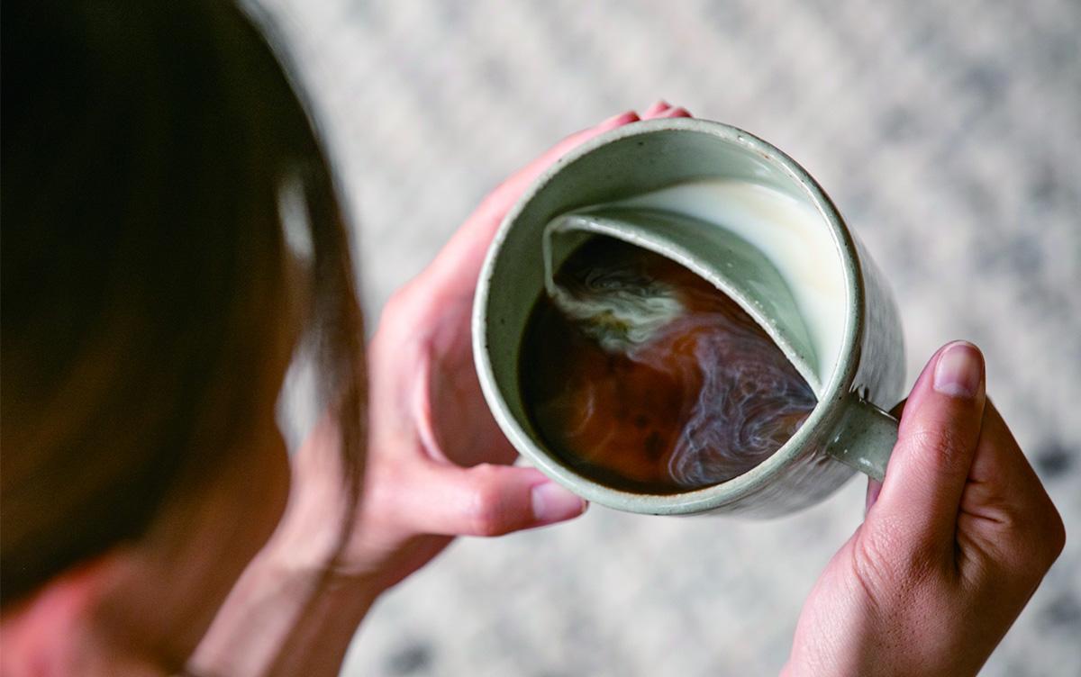 独特すぎる形状でミルクとコーヒーが絶妙に混ざる!カフェオレ専用カップ『味わうカフェオレカップ』登場!