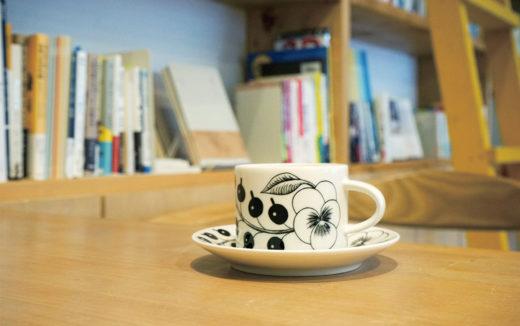 壁一面に並んだ本と自家焙煎珈琲が楽しめる図書喫茶『LUKEA! coffee』で一息つきませんか?