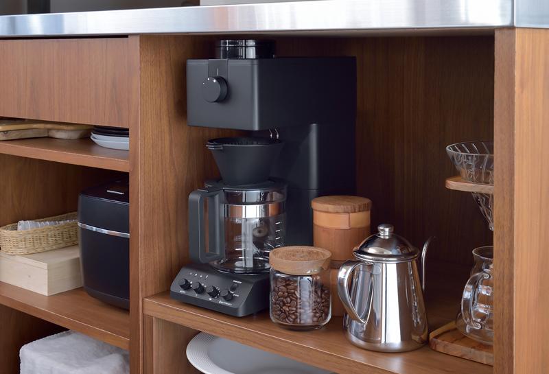 『全自動コーヒーメーカー CM-D465』を収納した様子