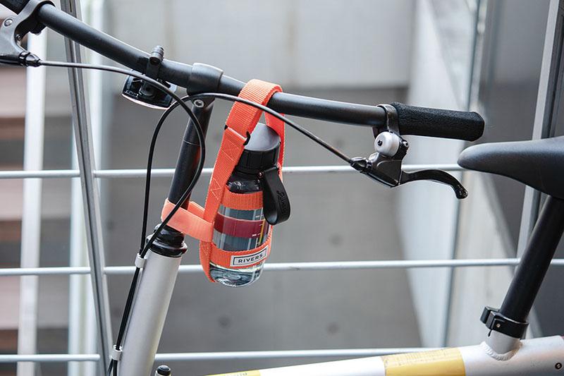 『ボトルハーネス アイビープラス』を自転車に着けたイメージ