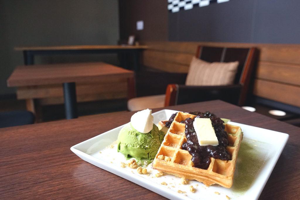 マルミコーヒースタンドナカジマパークの1月のワッフルと店内