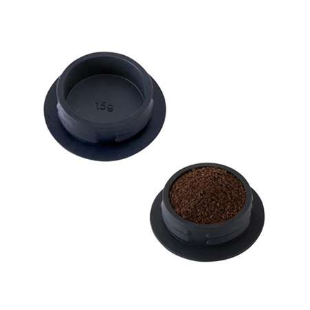 Twist Pressのキャップでコーヒー粉を計量