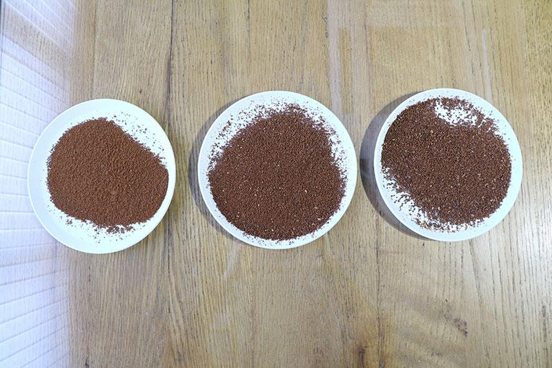 cores(コレス)コーングラインダーC330 で挽いたコーヒー1