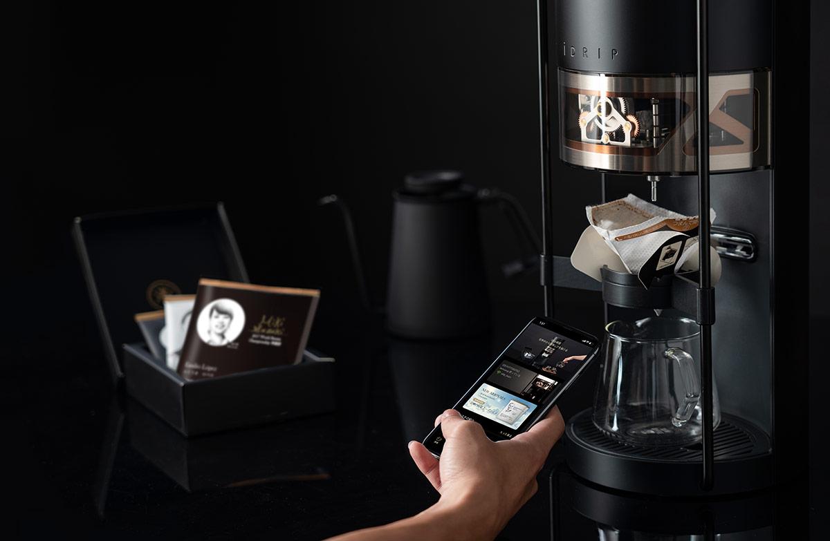 蔦屋家電から、世界各国のバリスタの味を再現できるコーヒーメーカー「iDrip」が発売されます。