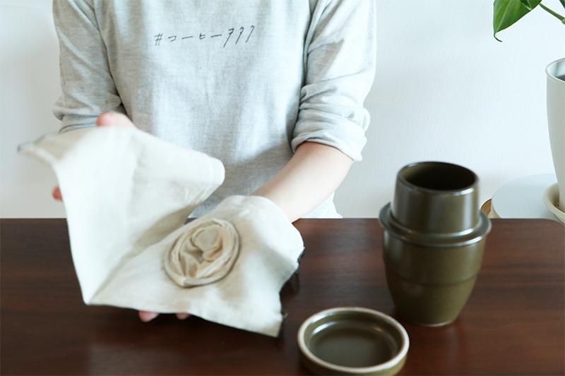 スピールのネルを布巾に挟む