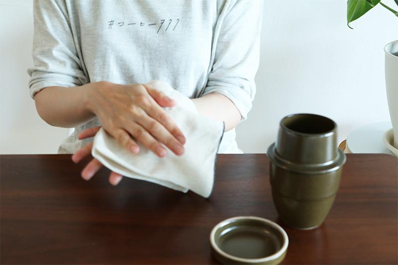 ネルを布に挟んで水を切る